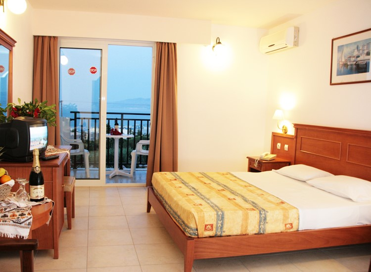 Double room sea view or mountain view